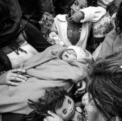 Vauva syntyi Bagdadissa 20.9. Kuva perheestä Kroatiassa rj.